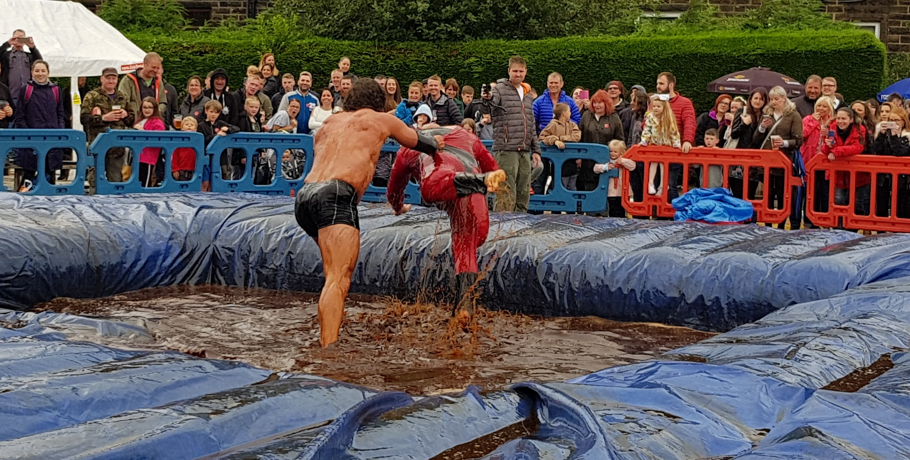 Gravy Wrestling 2018 - Mud Man & Incredibly slippy