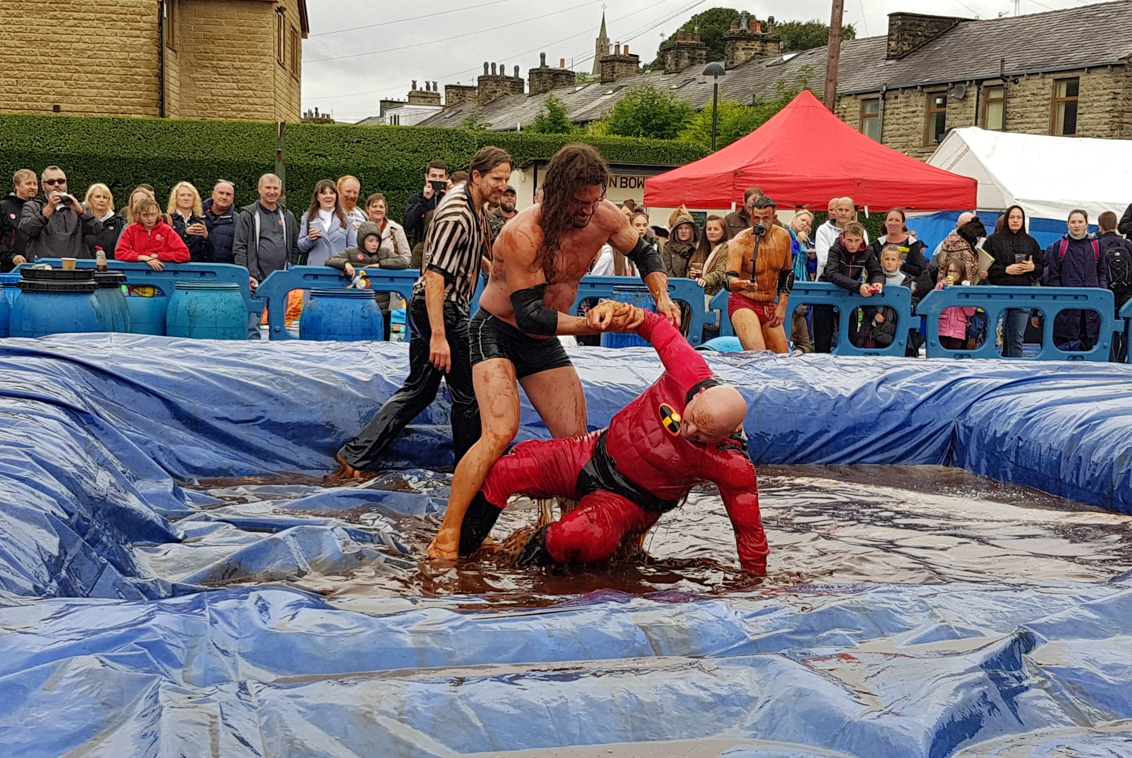 Gravy Wrestling 2018 - Mud Man and Incredibly slippy